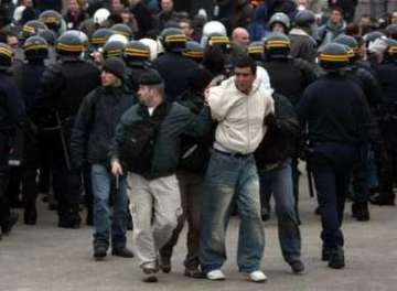 medium_2006-03-23t183836z_01_chp12d_rtridsp_2_france-protests-violence_articleimage.jpg