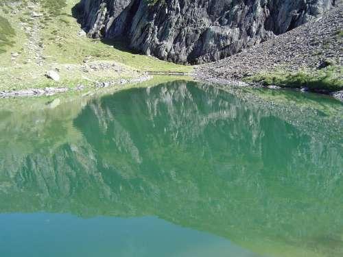 l'etang de la Frêche , les Pyrénées
