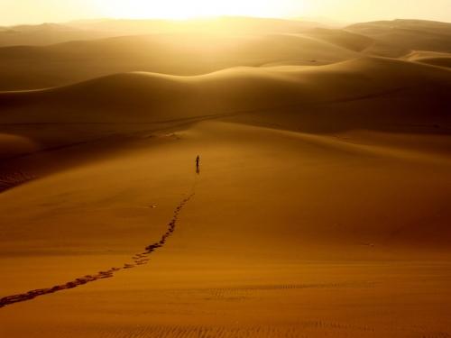 coucher-de-soleil-sur-le-desert-du-namib-a-walvis-bay_940x705.jpg