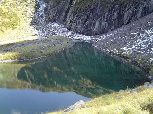 randos,un sentier,le lac de la frêche,pyrénées
