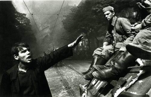 koudelka-prague-1968.jpg