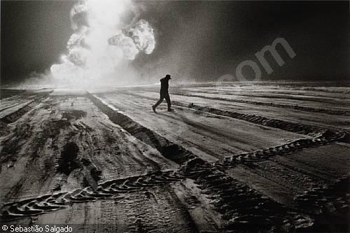 salgado-sebastiao-1944-bresil-oil-wells-kuwait-2877268-500-500-2877268.jpg